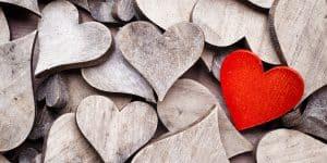 Ilustrasi: gambar hati bertumpuk satu hati berwarna merah