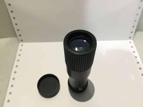 teleskop di atas meja